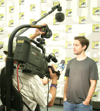 Crystal Pyramid Productions Video Crew interview Tobey Maguire about Spiderman