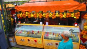 Pompeii has street vendors